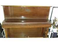UP RIGHT PIANO. GOOD CONDITION.