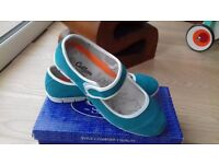 Cotton traders shoes size 7 mary jane style teal
