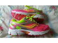 ❤GORGEOUS NEW SAUCONY RUNNING TRAINERS 5.5❤
