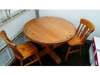 Solid wood chunky pine extending table can deliver