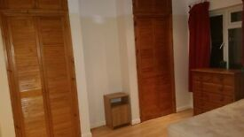 DOUBLE ROOM near Templars Square for single occupancy. £500 inc bills and Wi-Fi 07721623952