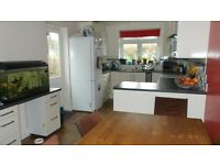 Double bed, private shower, fantastic kitchen diner and garden. Bills Inc.