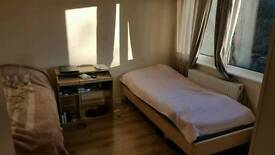 Rooms to rent in epsom 2 minutes walk to shops 3 minutes walk to Ewell West train station