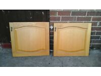 12 LIGHT OAK KITCHEN UNIT DOORS AND 6 DRAWERS WITH FANCY HANDLES ASSORTED VERY GOOD CONDITION USED