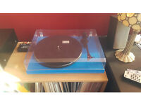 Pro-Ject Debut Carbon (DC) Vinyl record player, (New lower price)