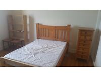 Spacious Double room in well appointed, well located Rosemount property