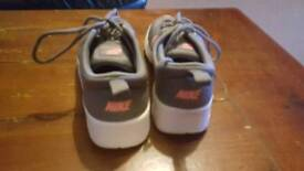 Nike trainers size 1 uk very good condition hardly used