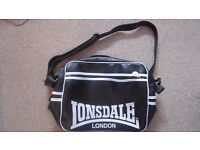 Lonsdale messenger bag black with front zip pocket
