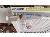 Lindam - Sure Shut Axis No drill pressure fit safety gate