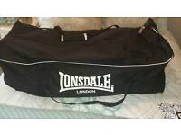 Large Sports Holdall (Lonsdale )