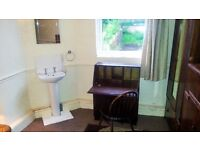 Double High Ceilinged Room With Sink In Decorated Superbly Furnished 4 Storey Victorian Town House!
