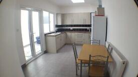 *Flat-Share* 2x En-Suite Double Rooms in 3 Bed Ground Floor Flat in Roman Rd E3