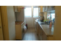 SPACIOUS SINGLE BEDROOM TO RENT IN SHADWELL - BILLS ARE INCLUDED - CHEAP !!!