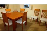 Living room extendable table with six chairs