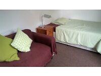 Spacious double room between Hammersmith & Shepherd's bush