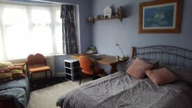 Spacious and Bright Double Room in Slough centre