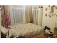 Double room in 3 bedroom house with living room. £530 plus bills