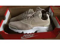 Woman's Nike presto size 5