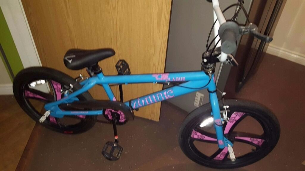 Like new bmx plus extras