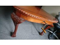 Beautiful Mahogany Dining Table, extendable with Chairs.