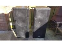 A pair of QSC KW153 Active 1000w each, 3 Way PA Speakers in good condition