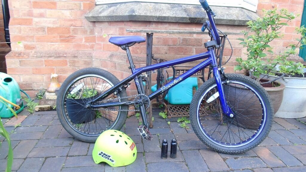 diamondback bmx fairly new looking with a few scratches on the bars and frame