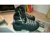 Mountain winter boots