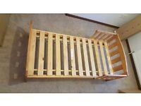 Junior/toddler's bed