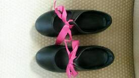 Child's tap shoes size 7