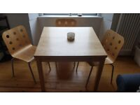 Extending diningroom table with three chairs.