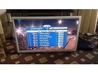 "SAMSUNG 32"" LED TV SMART/WIFI BUILT IN/FREEVIEW HD/MEDIA PLAYER/100HZ/WHITE FINISH AS NEW NO OFFERS"