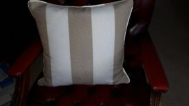 5 Beige & White cushions - BNWT