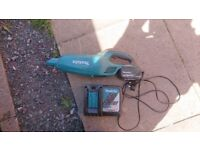 Makita vacuum cleaner complete with 3ah battery and charger