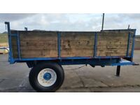Tipping trailer £900