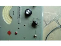 AN OLD VINTAGE RADIO SIGNAL GENERATOR