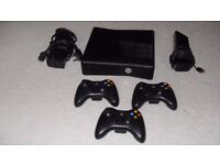 X BOX 360 WITH KINECT AND 3 CONTROLLERS