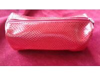NEW AVON GORGEOUS RED COSMETIC ZIP BAG