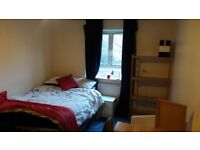 Big Double ROOM in middle of camden town , calm and all inclusive