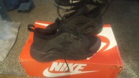 Size 3 Black Nike Hurraches