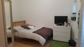 Immaculate garden studio flat available 5 June, available for viewings now. ALL BILLS INCLUDED.