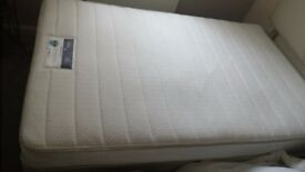 Silentnight memory foam mattress small double 4 ft. Only 4 MTHS old like new.