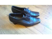 Ladies M & S shoes foot glove size 6 1/2 brown with heel laces excellent condition
