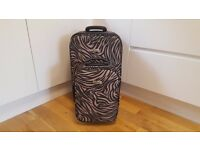 SET OF 2 SUITCASES *ZEBRA PRINT**ENVOY*MEDIUM AND SMALL*GREAT CONDITION*
