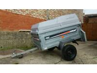 Erde 122 trailer with locking hardtop