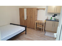 AVAILABLE NOW, STUDIO FLAT TO LET/ RENT IN HEART OF LEYTONSTONE,VERY PRIVATE,MINTES FRM CENTRAL LINE