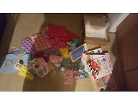 35 piece cake moulds Stencils and 40 magazines