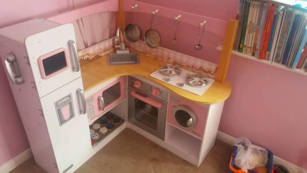 Corner play kitchen