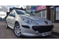 307 Peugeot petrol 1.4 car very good condition service book swap