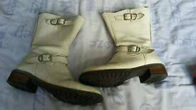 White riversland boot