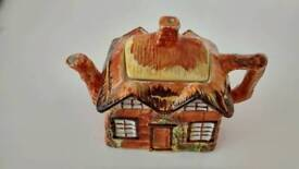 Price and Kensington ye olde cottage tea pot